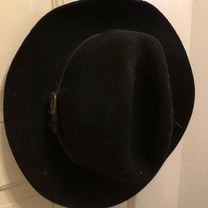 Lonely hat in need of new head